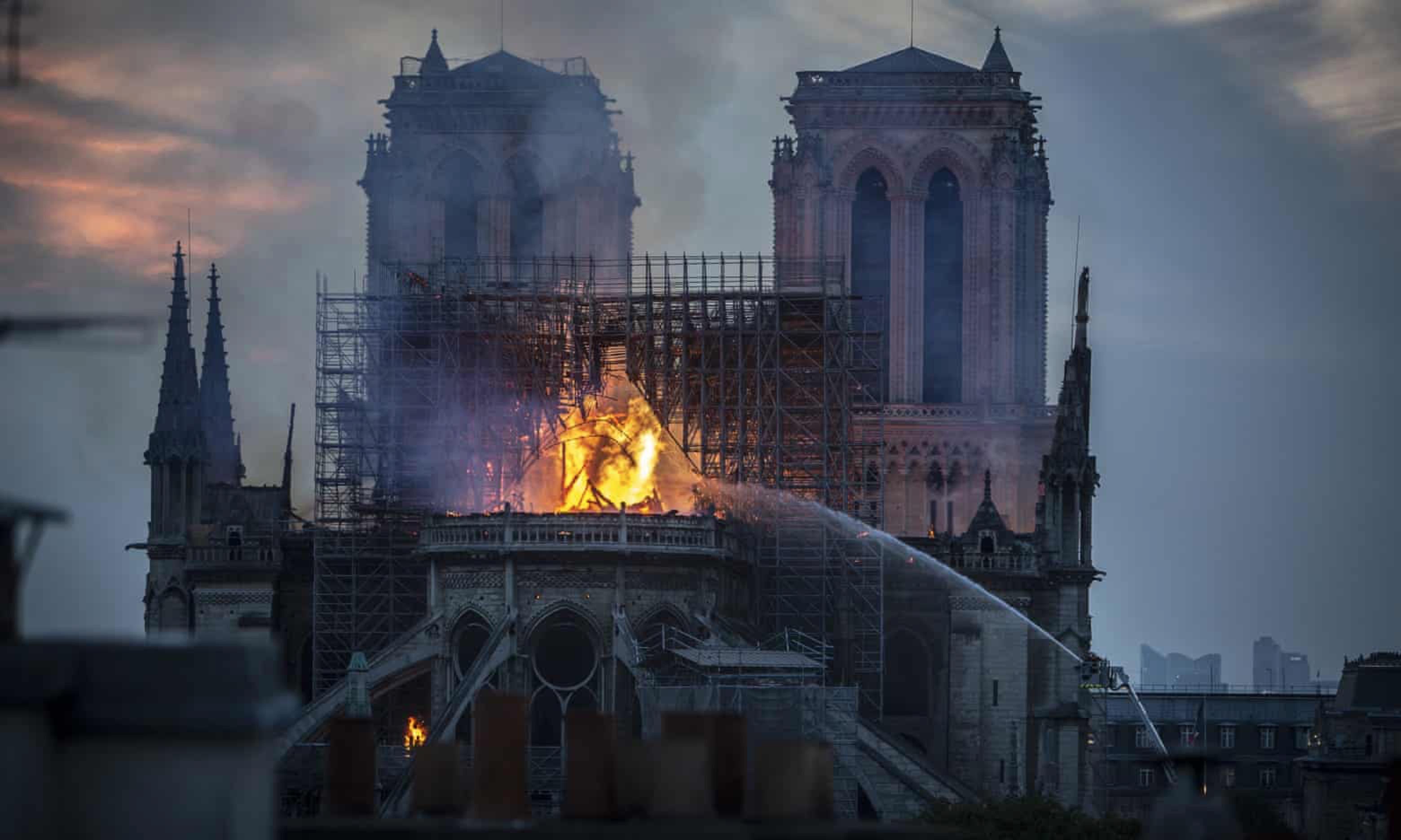 巴黎圣母院拥有850年历史遇遭大火表示惋惜